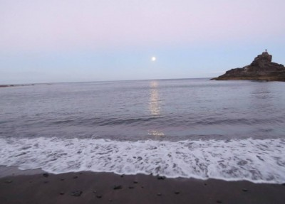 superluna en la playa de la cueva